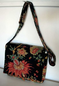 Wizard of Oz lining, messenger bag, handmade, Nanaimo, BC, Pip 'n' Milly, floral linen, cotton lining, adjustable strap