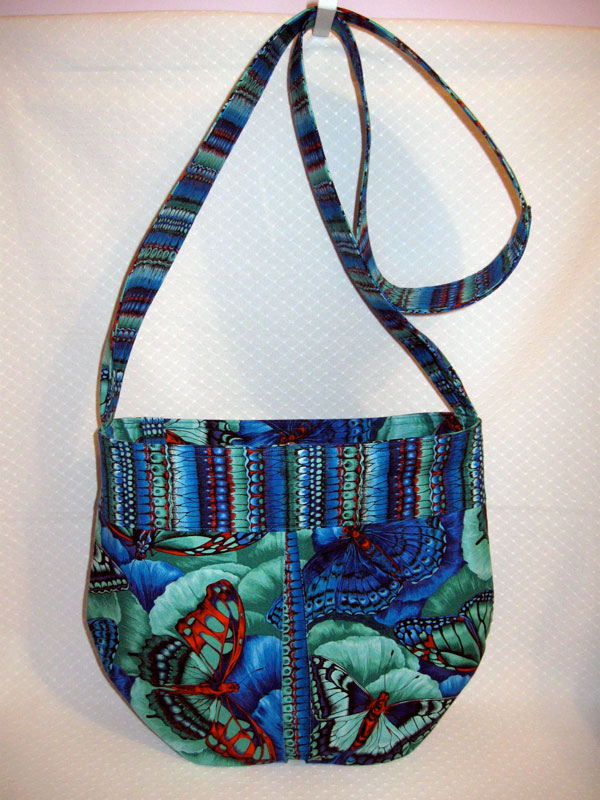 Pleasted shoulder bag in blue butterfly print
