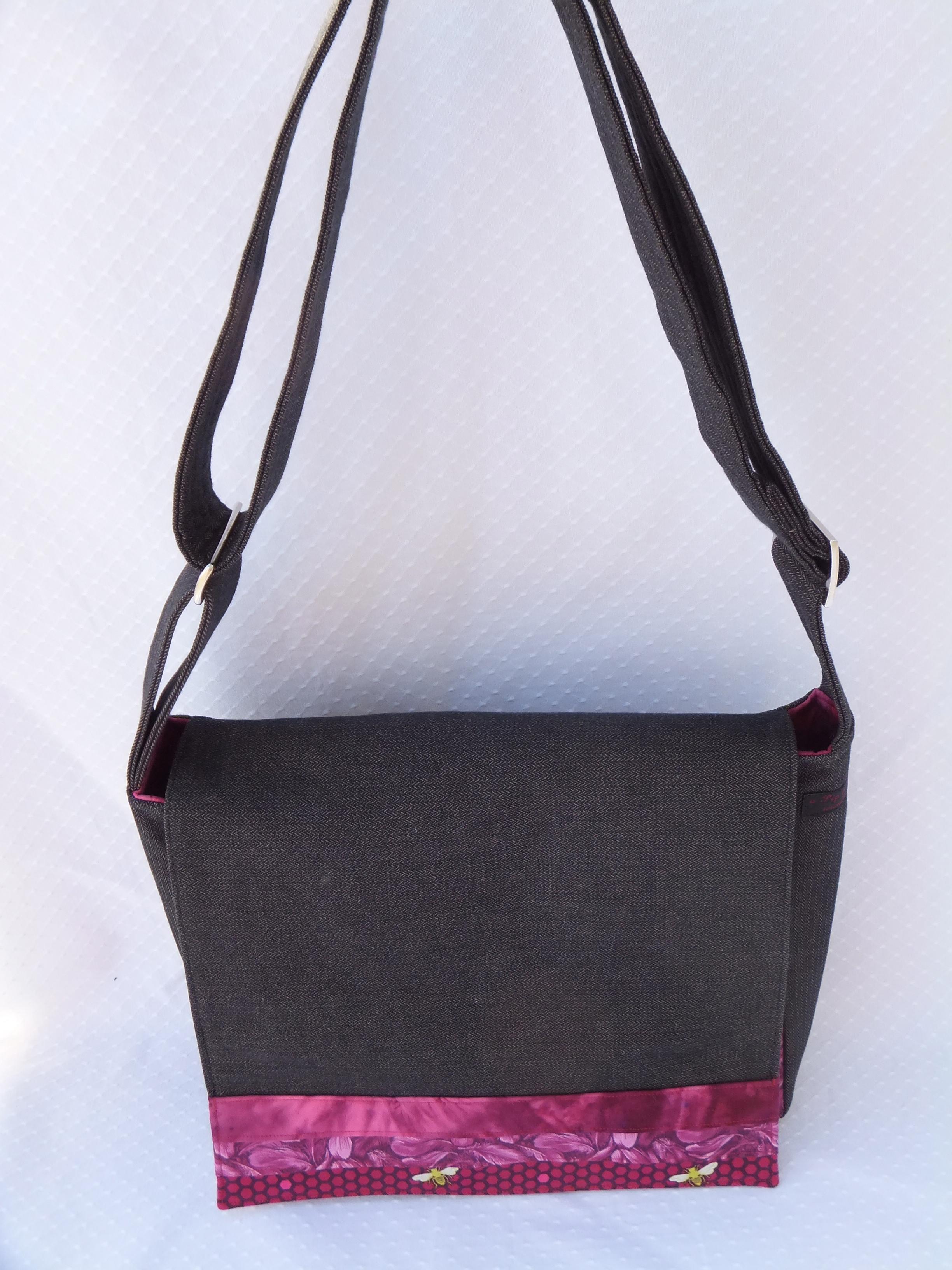 Front view of custom messenger bag