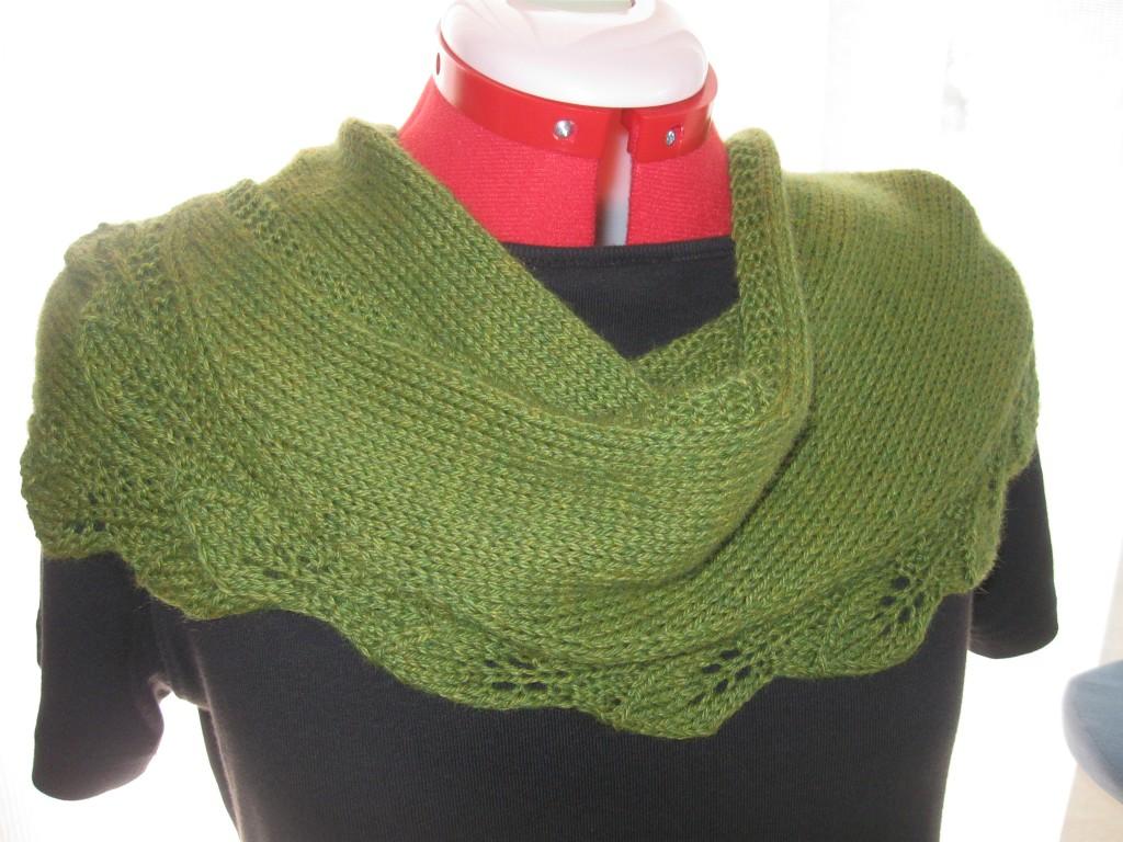 Saroyan shawlette in green